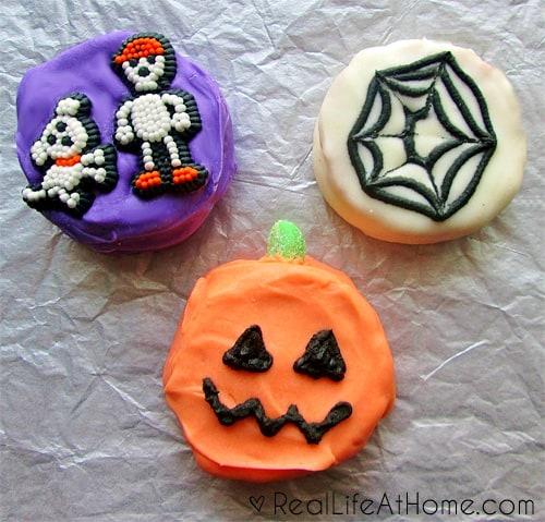 Easy Homemade Halloween Moon Pies | RealLifeAtHome.com