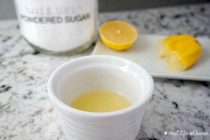 Homemade Lemon Glaze for Lemon Cupcakes